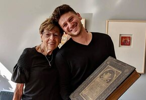 Пережившая Холокост семья вернула домой ценную Библию, утраченную в Германии