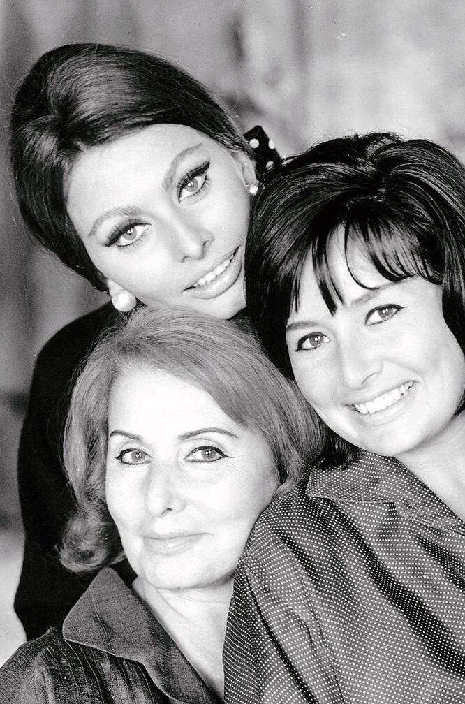 Софи Лорен с матерью и сестрой, 1968