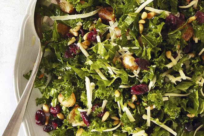 Салат с глазированным луком и сыром