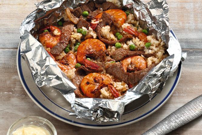 Креветки с говядиной и рисом