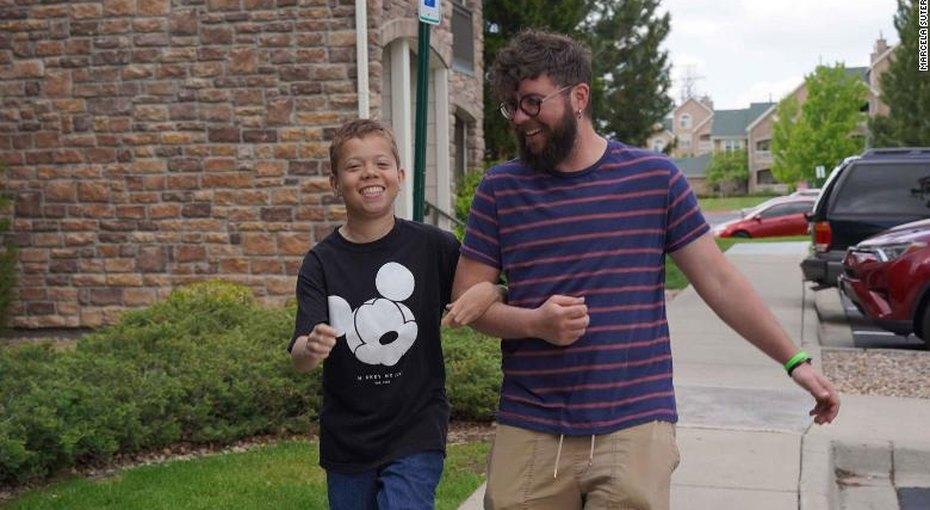 Учитель усыновил ученика, чтобы спасти ему жизнь