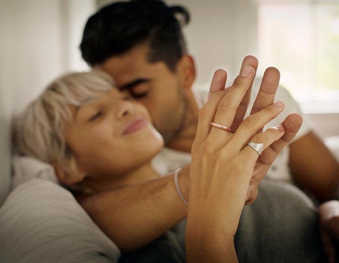 женщина и мужчина, руки