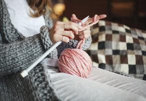 Для себя и в подарок: 10 вещей, которые можно связать крючком или спицами