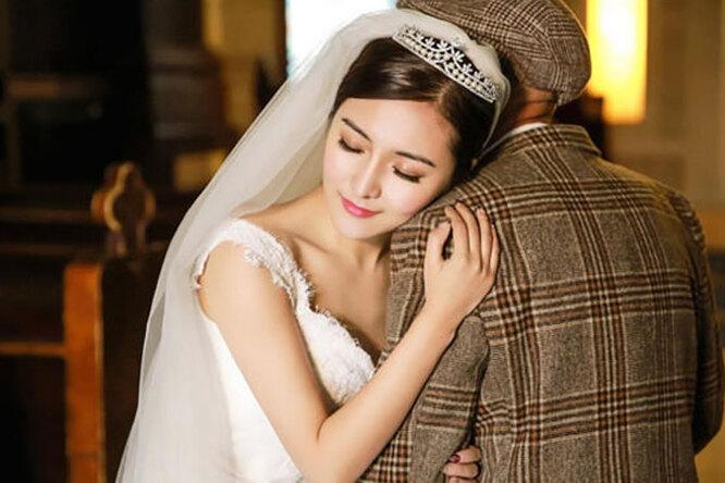 Внучка устроила свадебную фотосессию ссобственным дедушкой