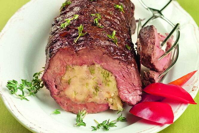 Вырезка, фаршированная картофелем и луком