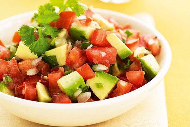 Сальса с авокадо и помидорами