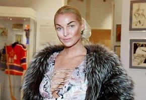 «Прекрасное благородное лицо»: Анастасия Волочкова показала детское фото с матерью в день ее рождения