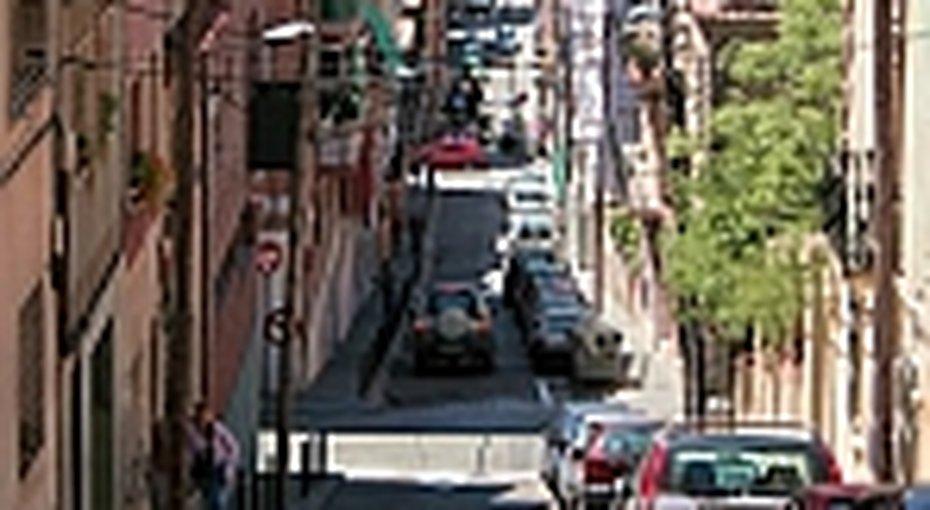 Испанцы борются сголыми туристами