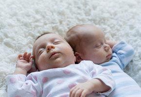 У близнецов, родившихся в новогоднюю ночь, разные годы рождения