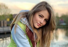 «Само совершенство»: звезда «Кадетства» Анна Михайловская позирует в жакете на голое тело