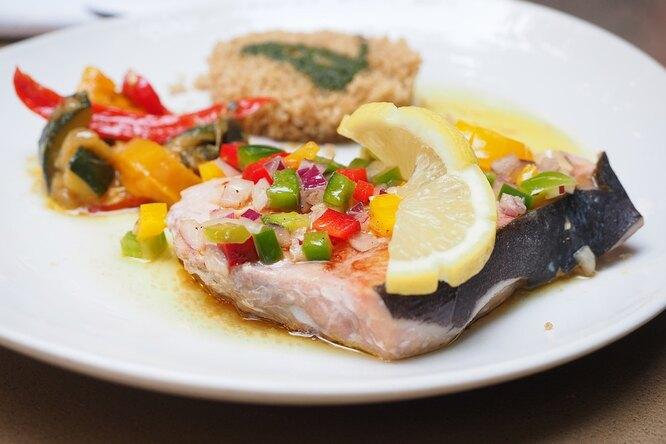 Палтус c овощами  и белковым безе