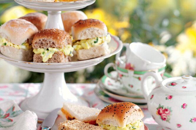 Завтрак в английском стиле: булочки с яичной начинкой