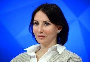 «Фигура супер!» 50-летняя Алика Смехова восхитила поклонников дерзким фото в бикини