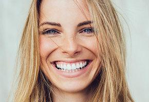 Голливудская улыбка: 4 способа отбелить зубы