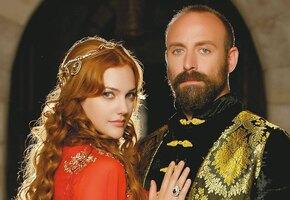 «Какой смешной»: султан из «Великолепного века» примерил свитер с оленями