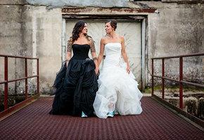 23 тёмных свадебных платья, что выглядят шикарнее белых