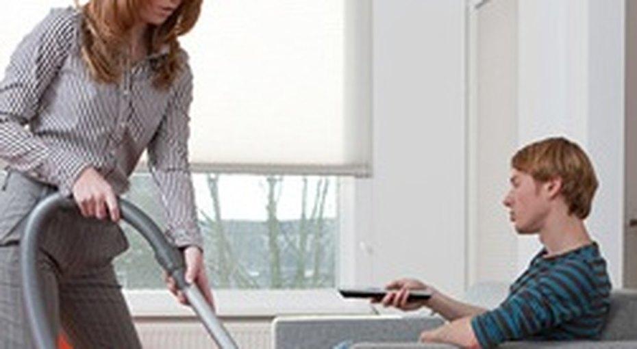 Женщины тратят 10 часов внеделю надела подому