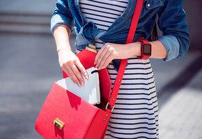 Очки-кошечки, лакированная сумочка и еще 5 красных аксессуаров на лето до 1000 рублей