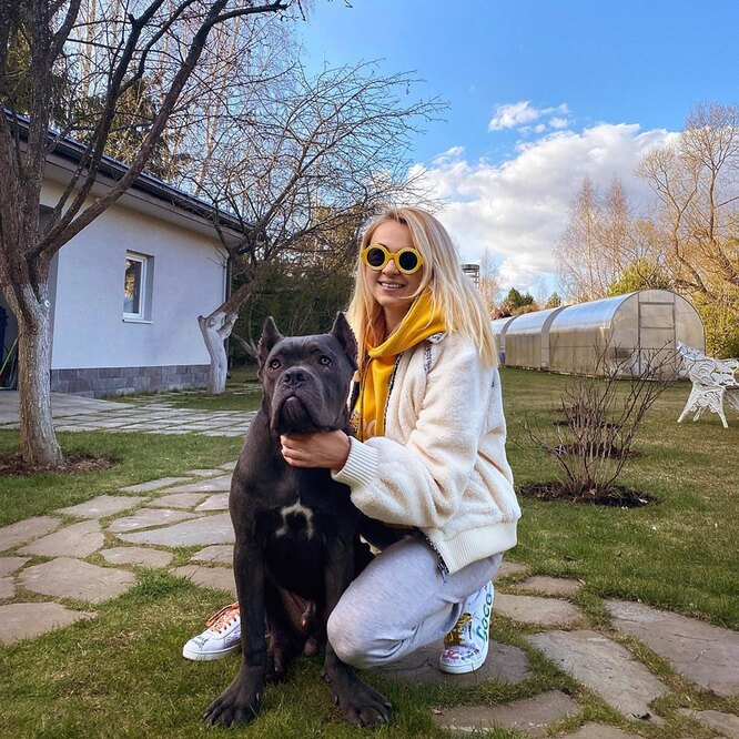 Яна Рудковская с охраной фото