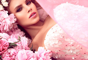 Голосуйте залучшую косметику 2019 года!  «Домашний очаг» составляет бьюти-рейтинг