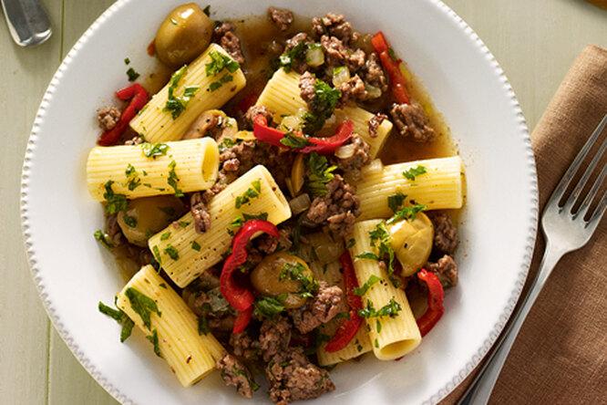 Ригатони с мясным фаршем и оливками