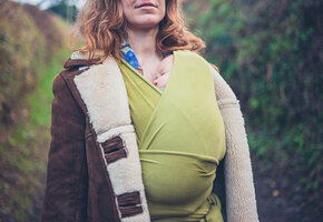 Как носить слинг и зачем он нужен родителям малышей