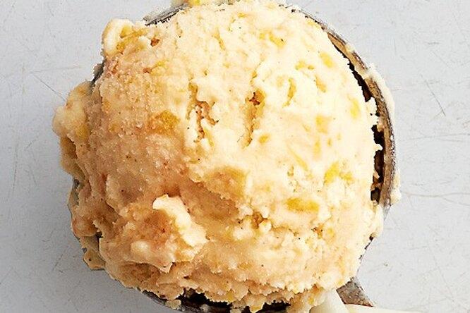 Ванильное мороженое с персиками