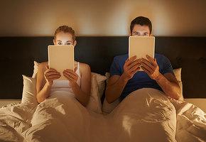 Смартфоны – в сторону! Почему нельзя брать гаджеты в постель