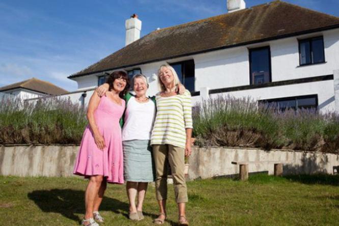 «Мам, вы что, свихнулись?» Три подруги решили продать жилье икупить общий дом
