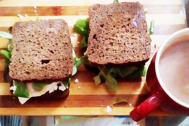 Сэндвич с творогом и салатом корн