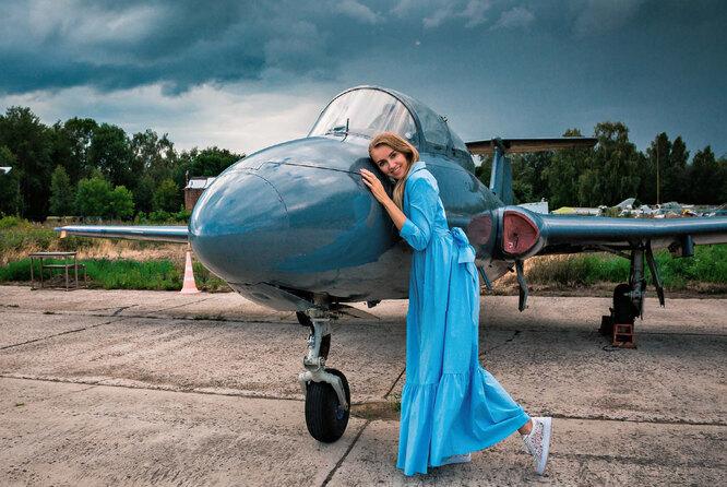 Юлия и реактивный самолет Л-29