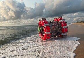 Смело, но глупо: в США спасли мужчину, заплывшего в океан на надувных шарах