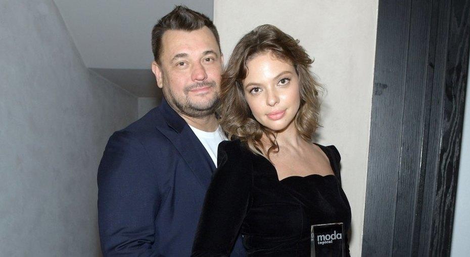 «Красивая она увас»: Сергей Жуков  выложила обнаженное фото жены вдень ее рождения