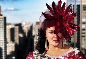 «Нужно иметь кураж!»: Анна Нетребко показала коллекцию шляпок, которую собирала всю жизнь