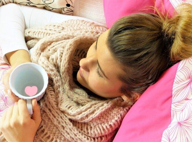 иммунитет, женщина кружка, женщина болеет, женщина постель, болезнь, простуда, грипп