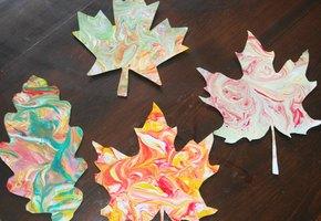 Осенние поделки с детьми: «мраморные» листья