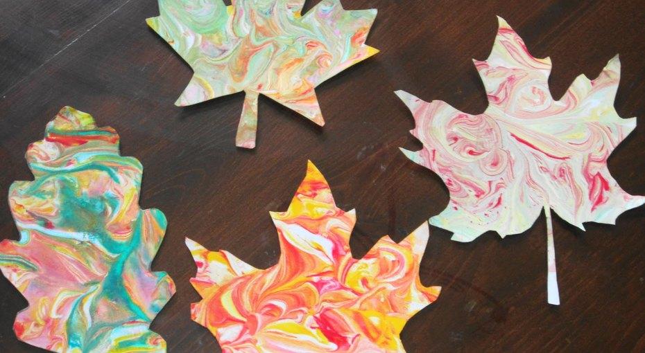 Осенние поделки сдетьми: «мраморные» листья
