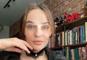 «При виде таких худышек берешь себя в руки»: 38-летняя Алена Водонаева похвасталась фигурой в черных платьях (видео)