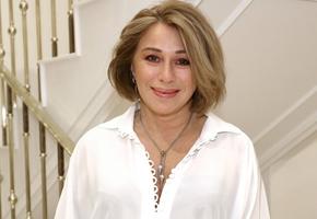 Красота требует жертв: 56-летняя Алена Апина впервые обратилась к косметологу