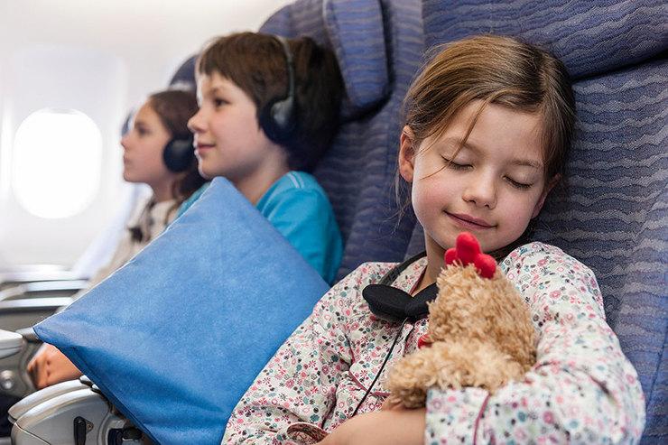 дети самолет девочка спит ребенок