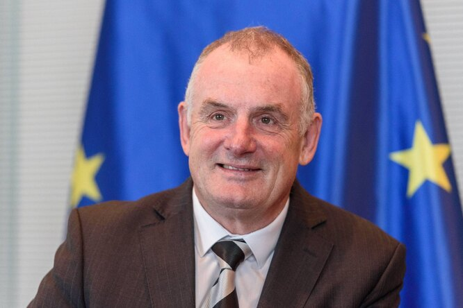 Председатель парламента Новой Зеландии пришел назаседание смладенцем икормил его избутылочки