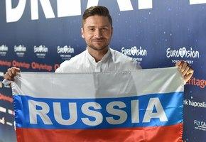 «Вот так и идите на сцену»: Сергей Лазарев выложил полуобнаженное фото в честь финала Евровидения