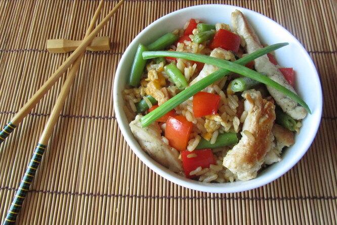 Рис с курицей по-китайски
