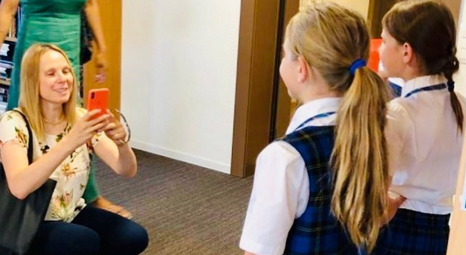 Выросшие вЛондоне дочери Дины Корзун будут учить русский язык вдеревне