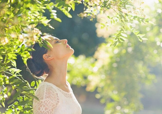 Девушка под солнцем, польза витамина D для женщин после 40