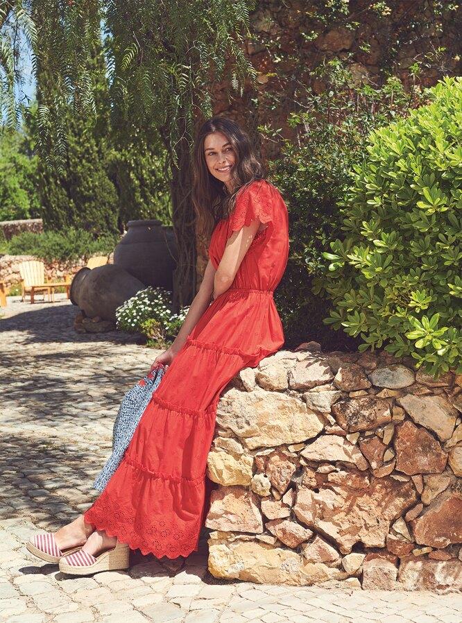 Платье, Marks & Spencer; жакет, Boden; босоножки, Oasis