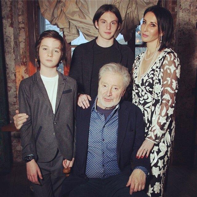 Алика Смехова с отцом и сыновьями