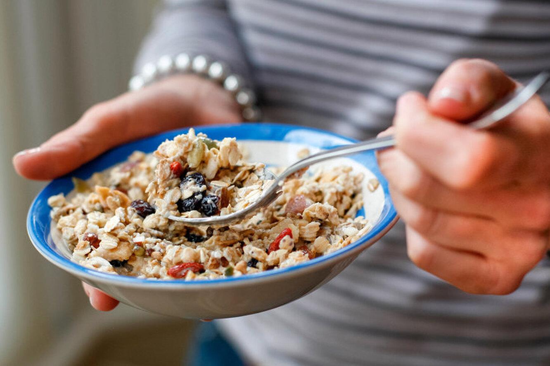 Употребление овсяной каши на завтрак может снизить риск развития инфаркта и инсульта