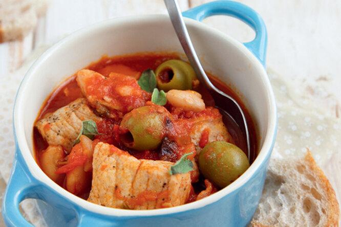 Рагу из свинины с паприкой и оливками