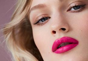 Красим губы! Новые помады c разными эффектами